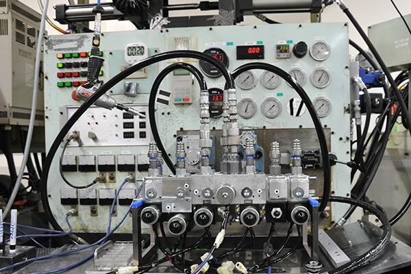 油圧特性試験機